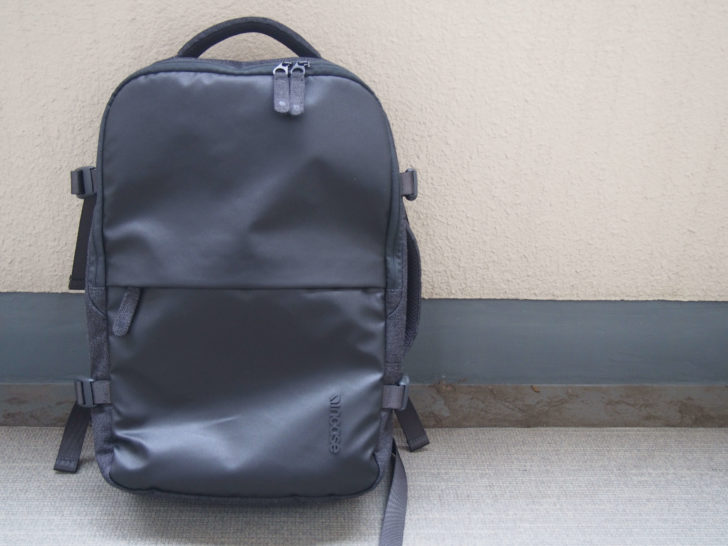 Incase「EO TRAVEL BACKPACK」を正面から見た