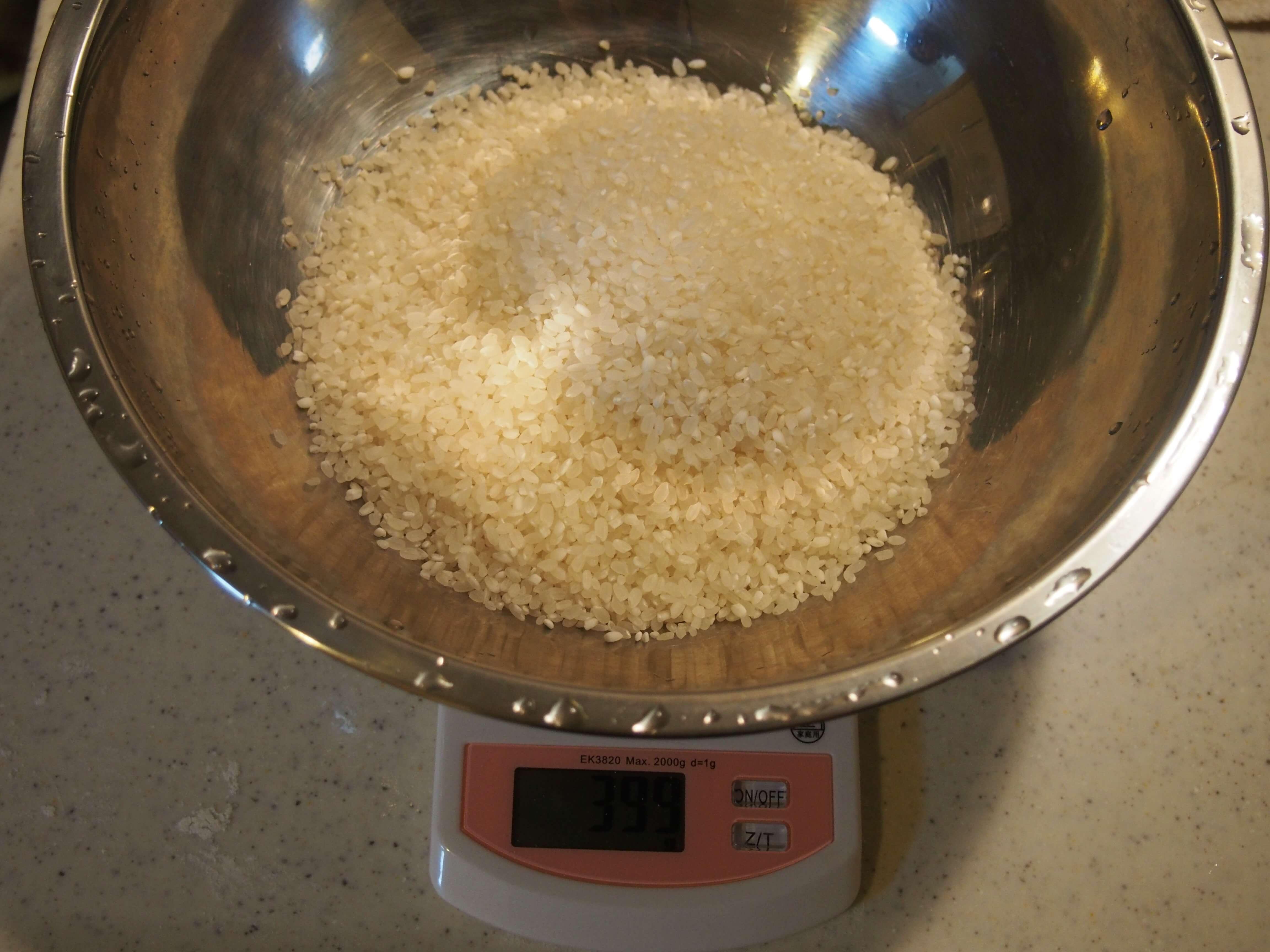 米の重さを計る