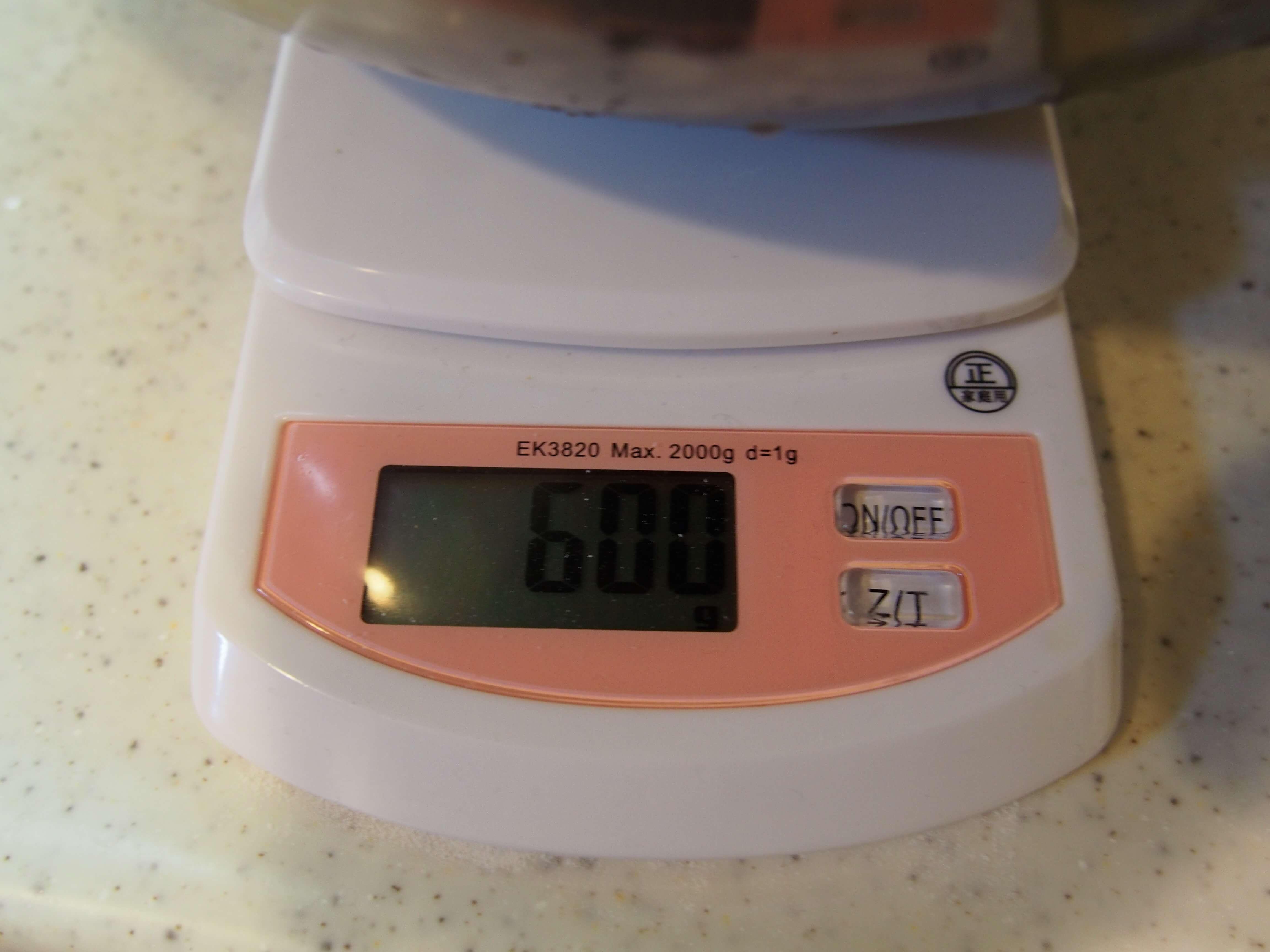 炊飯の水を計る2