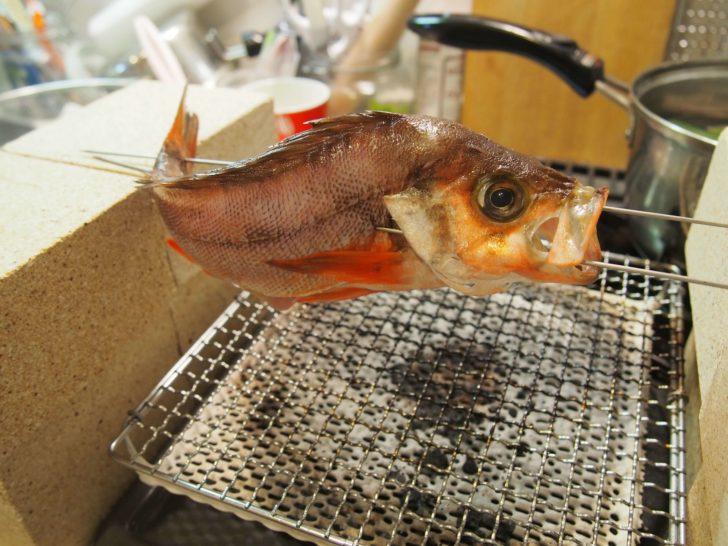 赤外線の遠火で魚を焼いていきます
