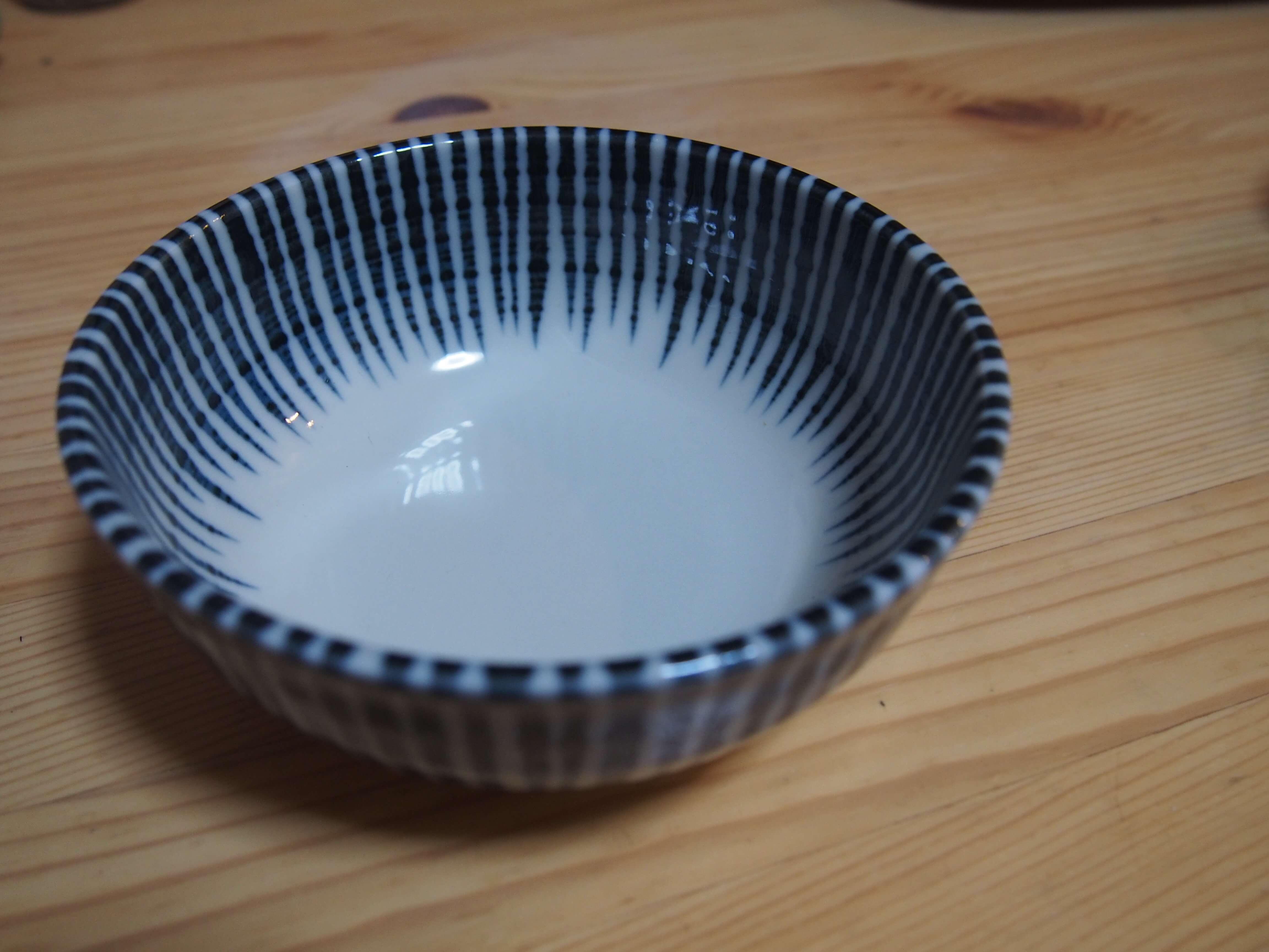 小鉢は刺身や煮物、お浸しを。