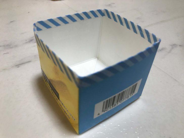牛乳パックの底にマスキングテープを貼って配達グッズをつくる