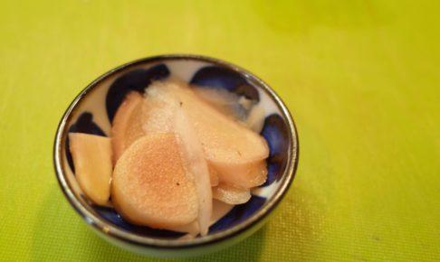 梅干し作りで残った梅酢で新生姜とみょうがを漬けたってわけ