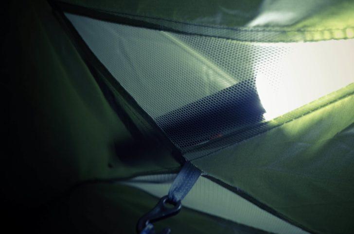 テントの中が明るい