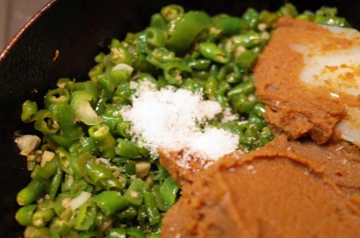 青唐辛子と味噌と砂糖