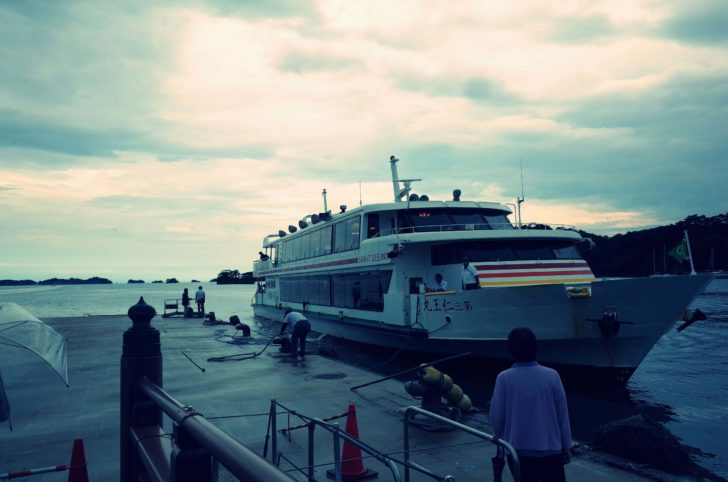 仁王丸に乗り込み松島周遊します