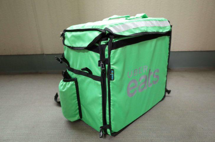 ウーバーイーツの配達用緑バッグ