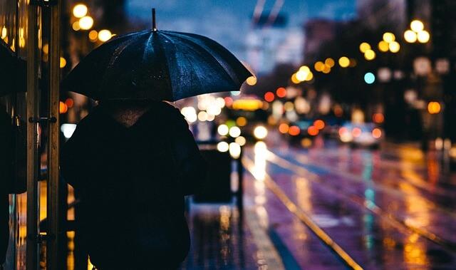 ウーバーイーツは雨の日に稼げます